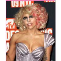 Perruque Lady Gaga Pink PE-ZL961-613-TF2315 de Thequeenwigs